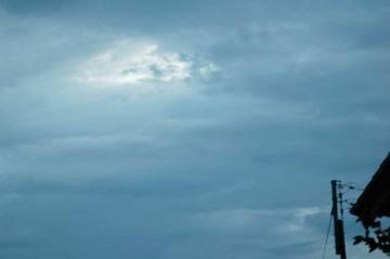 本日8/13日5時過ぎ、北のほうには少し晴れ間が見えますが、東はまだ雲が残っています。雨はたいしたことはなかったようです。