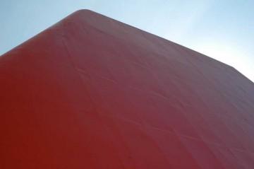 船というのは当たり前ですが、ほとんど鉄でできています。床も、壁も、天井も・・・もちろん煙突も。