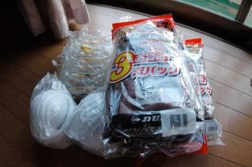 ゴーグルとかマスクとかゴム手袋とか必要そうなので買ってきました。練炭はなかったので、別の日に・・・