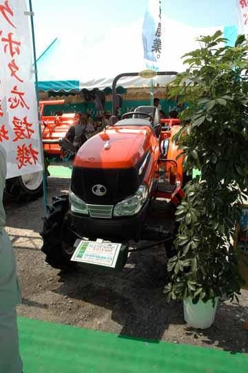 KL27RFMANP キャビンのないものが続きます。 キングウェルR 水冷3気筒ディーゼル 27馬力 価格¥3,015,600