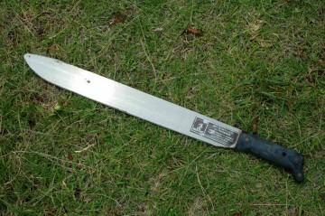 刃渡りは46センチ 先端部はぐるっと刃が付いています。