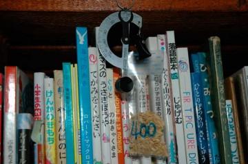 大体400粒分の籾殻の重さを測る。
