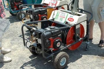 自走セット動噴 MSL334-MK 価格¥210,000 奥 同じくGKSL3301 価格¥231,000