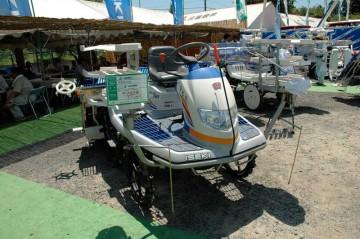 ヰセキ田植機 PZ60ZHG 価格¥1,659,000 でも価格応談って書いてあります。