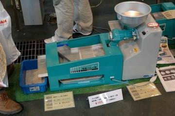 粉ふるい機/製粉機セット SN-A 電動粉ふるい機(二段式) 価格¥88,200 L-S製粉機 価格¥77,700 セット価格¥165??0(読めません)