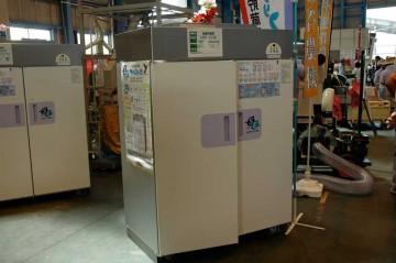 山本製作所 低温貯蔵庫 AGR-21SE 価格¥294,000 型番の数字に21とありますので、30キロ入り玄米袋21袋が入ることと思われます。