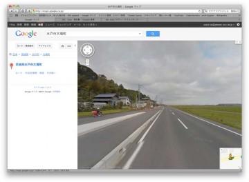 どうもグーグルさんの撮影車は小学校から国道に向けて走っていたみたいです。左側通行と考えればこういう絵柄は納得できます。