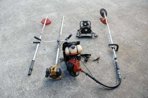 3個イチ草刈りマシーン たくさん部品があっても組み合せはひとつしかなかった