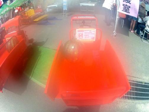 ピンクレディーまごの手カエデ 歩行式小型クローラ運搬車 BP40 セルなし 価格¥239,400 ピンクレディーの孫はカエデちゃんなんでしょうか?よくわかりませんがエンジンが付いている機械を国内でこの価格で作っているとしたらずいぶんと安いですよね。