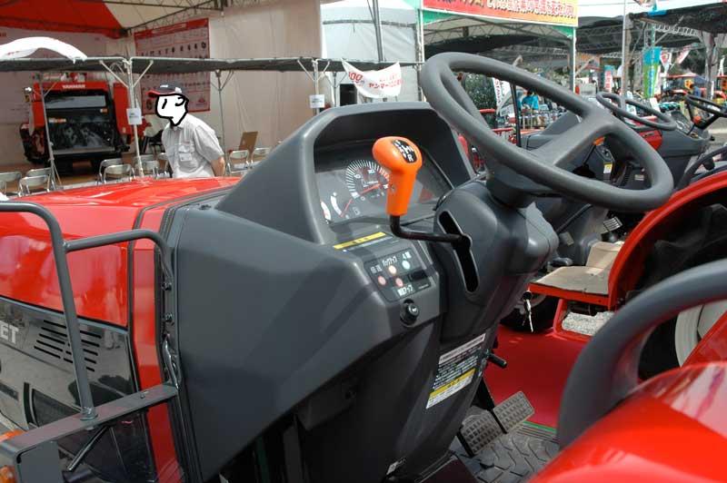三菱トラクタ GXシリーズ GX511ET運転席 三菱トラクタ GXシリーズ GX511ET運転