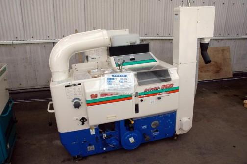 こちらは井関農機株式会社 揺動籾すり機「スーパーメイト」の350 MPC350DM 平成15年式 価格¥180000 こっちのほうが数字がでかいのに安いです しかも新しそう