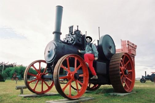 ほとんどがエンジン!マクラーレンの蒸気トラクター