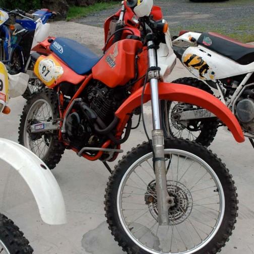 関係ないけど、このバイクと一緒だなあ・・・1985年型XR600R。色はクボタ色だ。これよりは年式を感じさせないのは単車とトラクターの歳のとり方の違いか?