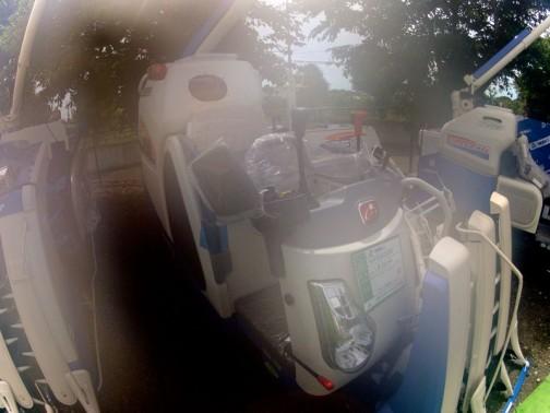またまた曇った写真でごめんなさい イセキコンバイン フロンティアビバ HVFシリーズ HVF323GZKWC 3条刈り 23馬力 価格¥3727500