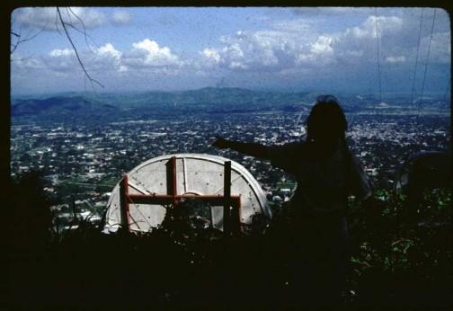 どうやって行ったのかは忘れましたが当時の写真。すっごく前のサンペドロスーラの町並みが小さく写っています。コカコーラの文字、結構でかいです。たぶん高さで5〜6Mあるんじゃないかな?