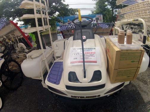 三菱乗用6条田植機 LV63APFY 水冷2気筒ガソリンエンジン20馬力 P:施肥機付き Y:回動式苗スライダー Fはよくわかりません 価格¥3020850