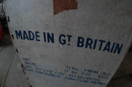 なんと箱付き。英国製