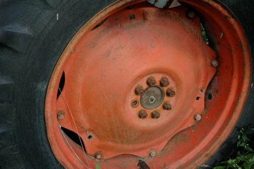 看板トラクターのほうはホイールがオレンジ・・・ネットで見る880はたいてい白なんだけどなあ。