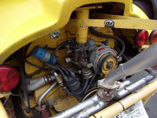 強制空冷水平対向4気筒エンジン。メンテもやり易い感じです。