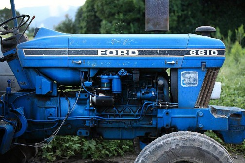 同じくフォード6610。ぴょこっと飛び出したハンドル部分のナセルというかカバーがいい感じです。やっぱりこの年代は前がスラントしてますねえ。