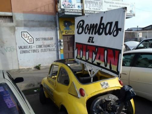 Bomba=爆弾 爆弾屋さん?と思ったんですけど、どうもズンドコいうカーオーディオ屋さんみたいですね。その看板娘のようです。