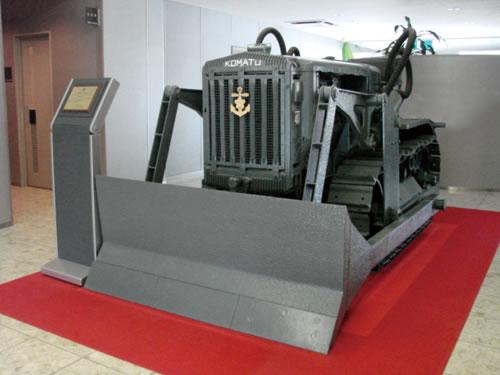 この日本最初のブルドーザーG40は一般社団法人日本機械学会が、機械技術の発展に貢献したとして認定した機械遺産に認定されているそうです。コマツウェブサイトより