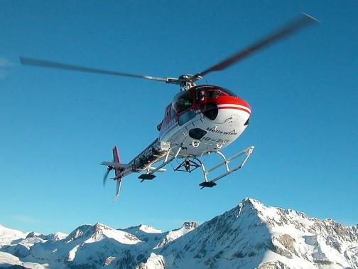 ユーロコプター350 B3ヘリコプターは超低空飛行で競技車をチェイスする迫力ある映像を撮るために使われるそうです。