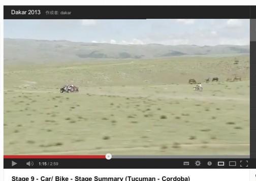 ラリーカーを追いかける単車。ノーヘル二人乗りじゃん!あぶないよ!