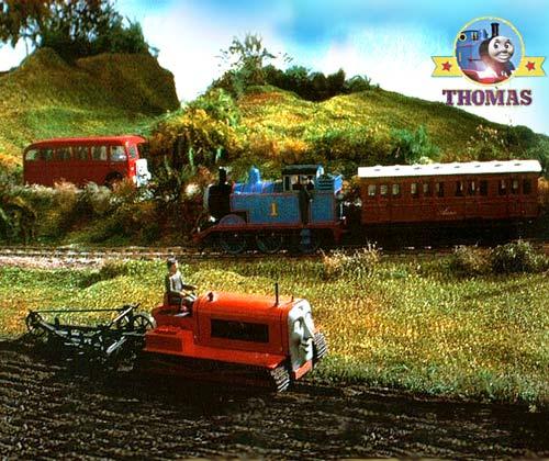 見て見て!! ちゃんとトラクターなんだよ! 畑も耕してる。それにしてもよくできてるなあ・・・ちょっと気持悪いけど