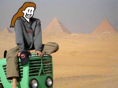 これはラクダのつもりでしょうね ピラミッドが見えます・・・いい写真だなあ・・・