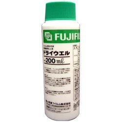 例えばこんなのどうでしょう?ドライウェル。フィルムを現像して洗って干すときにきれいに水が切れて水玉模様ができないようにする薬剤だそうです。写真一般で使うみたいでまあ界面活性剤です。中性洗剤みたいなものですかね?