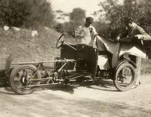 折畳み自動車というよりは分解可能自動車でしょうか?