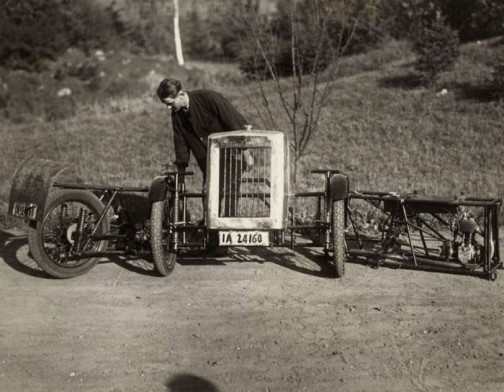 1929年 折畳み自動車だそうです