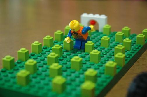 田んぼレゴ FIG君が田植えをしています