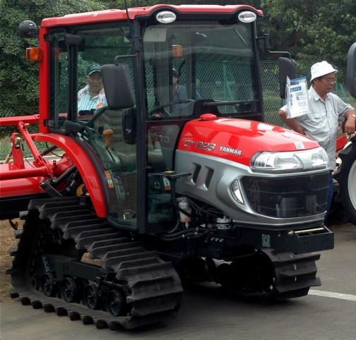 第54回中古機械展示即売会で見たヤンマーCT226(CT226UQKS7M) お値段は¥2,350,000 安いのか高いのか全くわかりません。プライスタグに書いてあったままです。