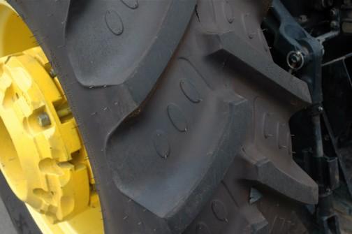 手の切れそうな新品ヒゲ付タイヤにはラジアルとあります