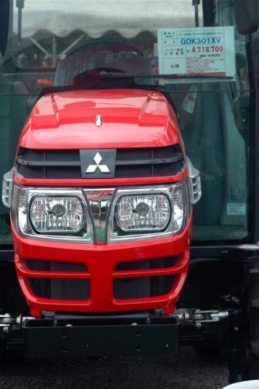 ASUMA三菱トラクタ Mitsubishi Tractor ハーフクローラトラクタGOK301XV 30馬力 排気量1758cc 水冷4サイクル4気筒ディーゼル 価格¥4,718,700 その他は読めず