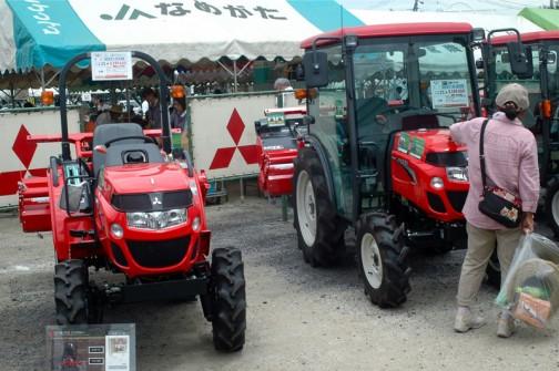 右ASUMA三菱トラクタ Mitsubishi Tractor GS201JY4VB 20馬力 左ASUMA三菱トラクタ Mitsubishi Tractor GS251XJS5B 25馬力