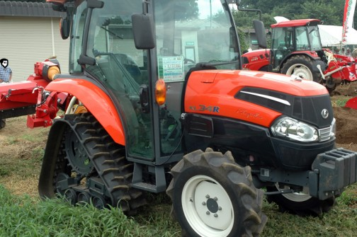 クボタkubota tractor KINGWEL R キングウェル アール パワクロ KL34RFQMANPC2P 価格¥5,144,550 ●水冷4サイクル3気筒ディーゼル34馬力 排気量1826cc