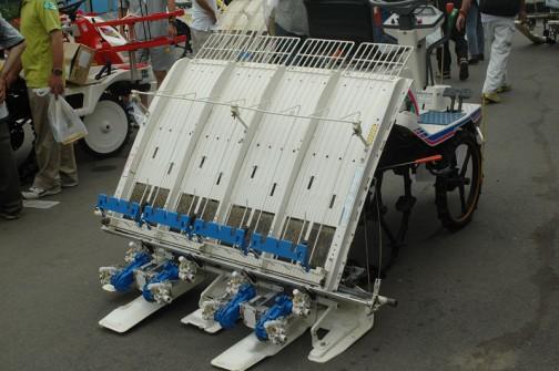 イセキ 4条植え田植機 PM43-CW 中古価格¥280,000・・・これもさなえ イセキの田植機は小さいのから大きいのまでみんな早苗ちゃんか。さなえちゃん、さなえさん、さなえおばちゃん、さなえばあちゃん・・・