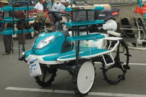 クボタ5条植え乗用田植機 NSU50-IF ウェルスターマックスって書いてあります。温風ドライ施肥機付き 価格は¥980,000 やっぱり新しそうなのは高いなあ・・・新品の価格は¥1,522,500〜だそうです。
