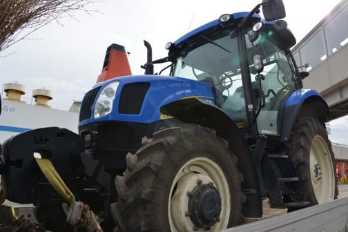 ニューホランドT6020 Elite もうすでにトラックに積み込まれちゃってます。