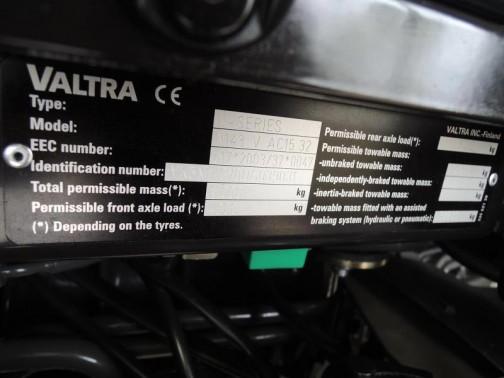 ヴァルトラ Nシリーズ#143 何だかコンピューターかオーディオの裏っかわをのぞいた広告写真を見ているようです。