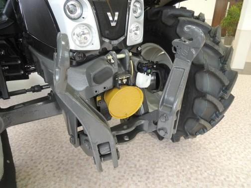 ヴァルトラ Nシリーズ#143 そしてもちろんこちらも・・・この腕は強そうですねえ・・・こういう大きなトラクターの前腕を見ると、小さなトラクターはオタマジャクシで、成長すると前足が生えてカエルになるイメージ・・・もしくは小さなトラクターがイセエビで大きなトラクターがロブスター・・・手がフリーに使えるというのは、四本足歩行から二本足歩行になったような進化なのかもしれませんね。