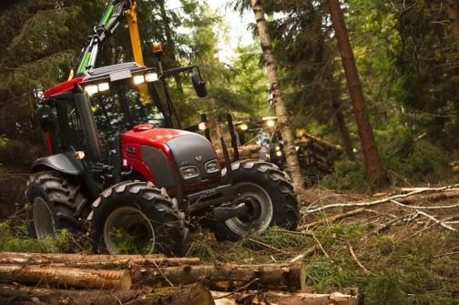 ヴァルトラ A93 HiTech 75/101馬力 林業でも使われている感じなんですね!