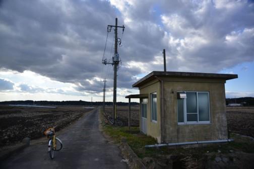 寒々しい風景に、なんだか最果て感が出てます。シベリアなんじゃないの? ここ。・・・もう帰りたくなっちゃったよ