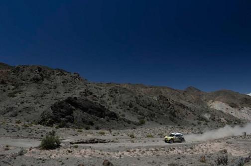 冒頭の写真はこっちが無修正ですね。どっちにしても山は白黒。