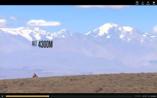 標高4300メートル!! でも、それよりもっと高い山に見下ろされてます。単車が豆粒みたいな圧倒的なスケールの大きさ・・・これがアコンカグアですね! 気持よさそうだなあ・・・