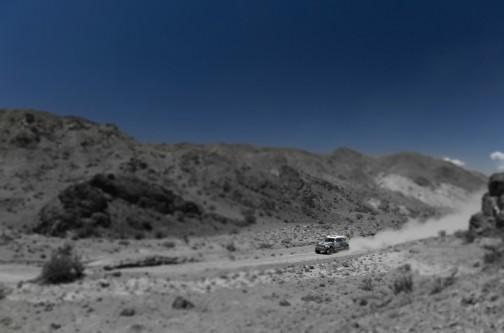 色がない・・・それにミニチュア写真みたいにしてるし・・・ダカールのレジェンド、ステファン・ピータハンセルのBMWミニです。