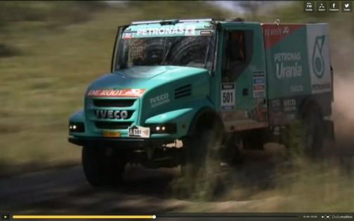 キャプチャ画像:レーシングトラック、ゼッケン501、デ・ルーイ選手のイベコです。せっかく車高が高く、見通しが良いトラック部門なのに、ボンネットトラックを持ってくるとその良さが消えちゃいそうです。前輪も運転者のお尻よりずっと前だし、運転し辛そうだなあ。